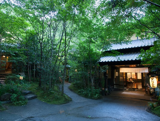 Japanese Hot Springs: Kurokawa and Yufuin Onsen
