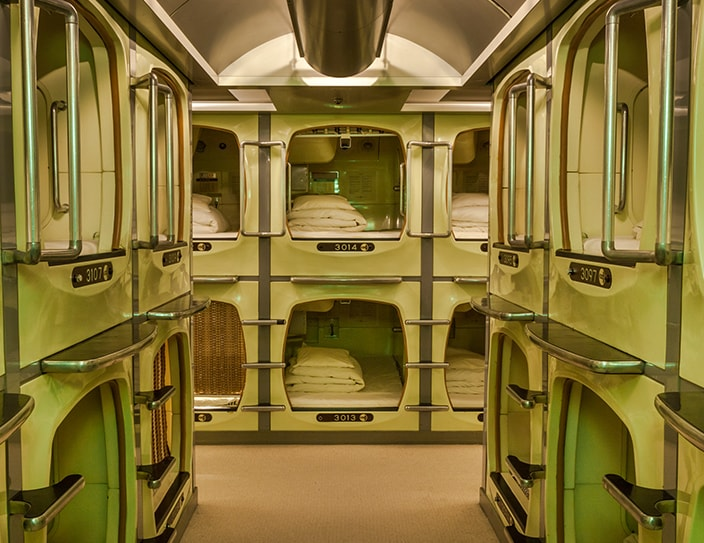 tokyo_facts_capsule_hotel