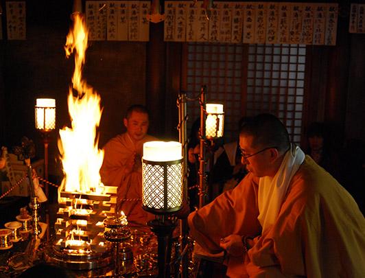 Prières du matin au Mont Shigi, Nara