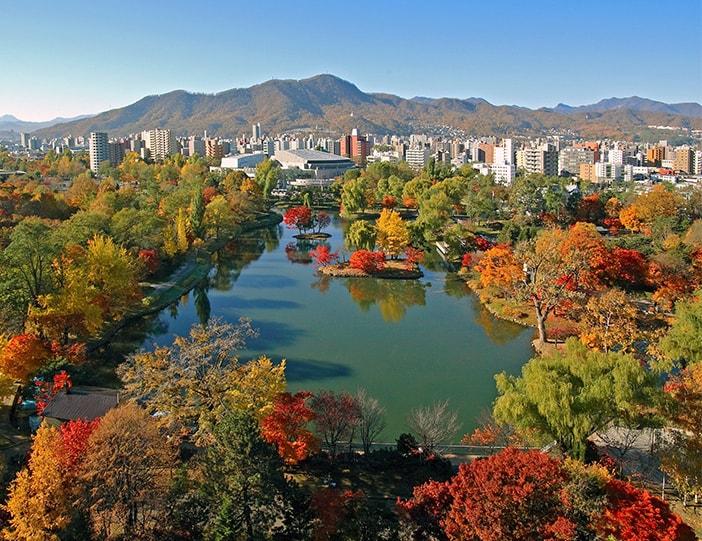 Les charmes de l'automne à Sapporo: paysages flamboyants et sources thermales pittoresques !