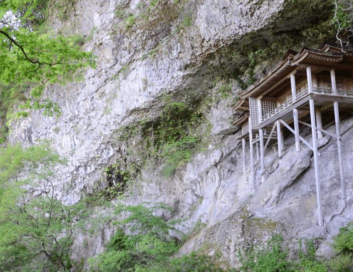 Mont Mitoku et son temple mystique